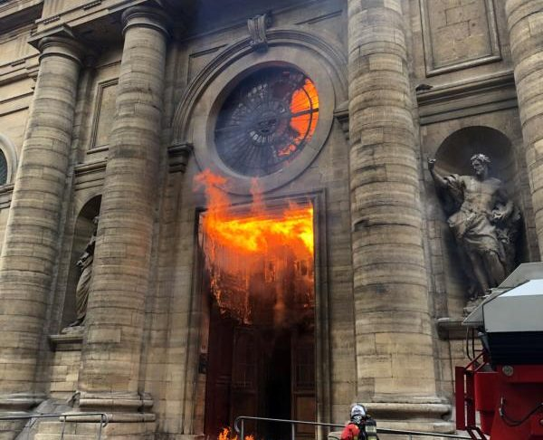 Wave of attacks against French Catholic churches continue - Grandin